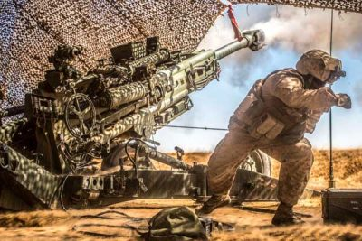 US Marine Fire Artillery in Syria 2017